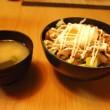 吉野家の牛皿とアボガドとレタスを使った「サラダ牛丼」のレシピ