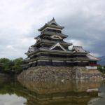 国宝「松本城」と昔の町並みが残る「なわて商店街」などの城下町散策